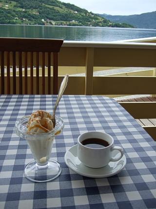 Kaffi og is påDampen